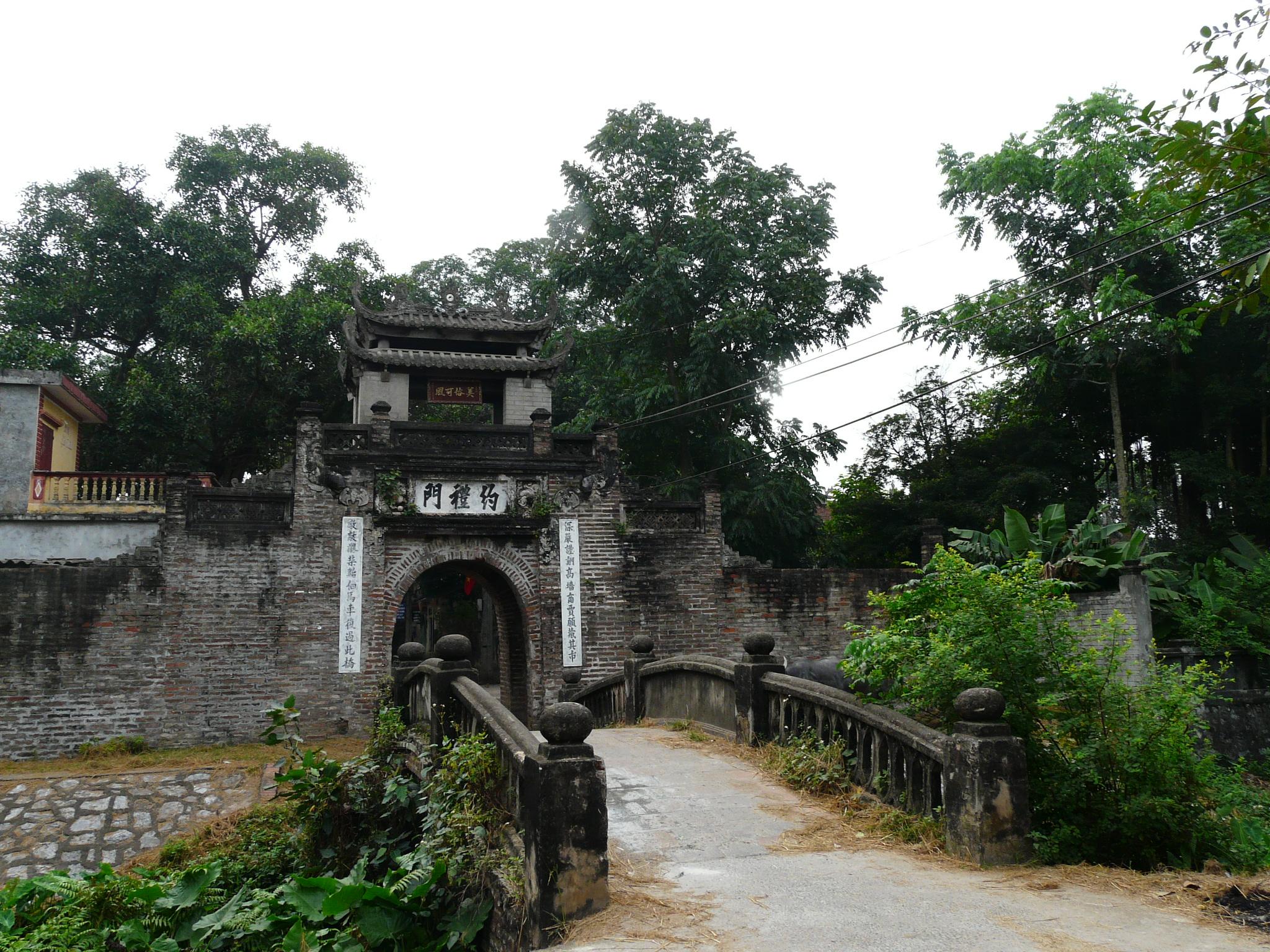 Kết quả hình ảnh cho cổng làng cổ